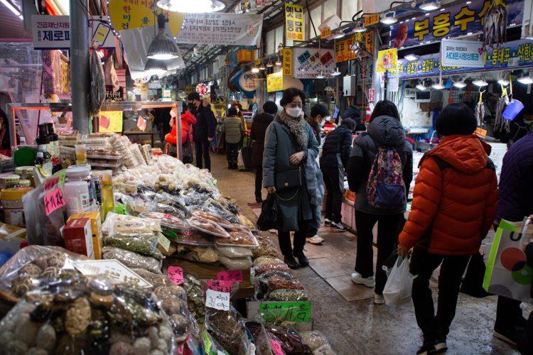 危険な韓国産食品は?(写真/EPA=時事)