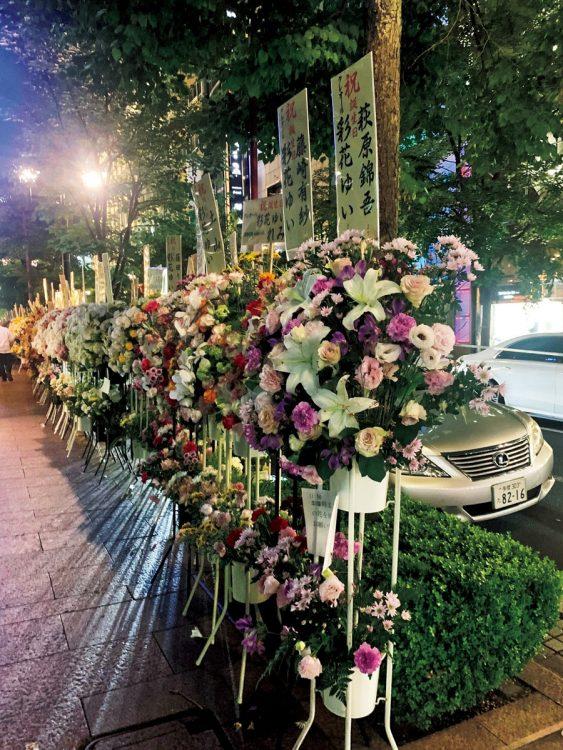 ずらりと花の行列が…