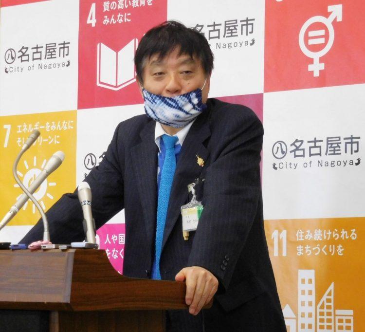 河村たかし名古屋市長は布マスクを着用することが多い。写真は有松・鳴海絞のマスク(時事通信フォト)