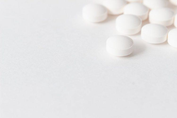 解熱鎮痛剤と他の薬の併用には注意が必要なものも(イメージ)