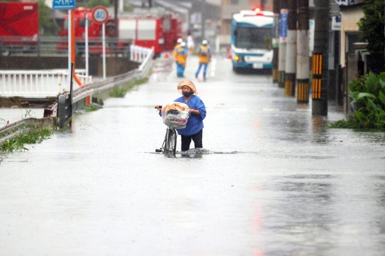 近年の日本では水害も目立つ(時事通信フォト)