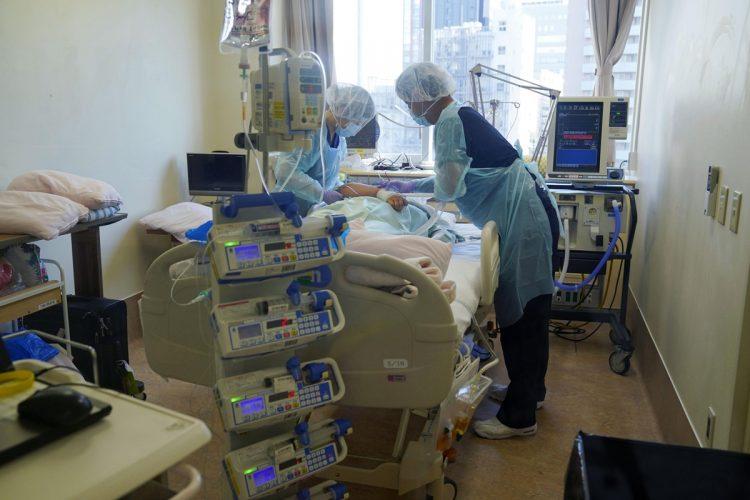 デルタ株で入院するリスクは従来株の2.2倍だという(共同通信社)