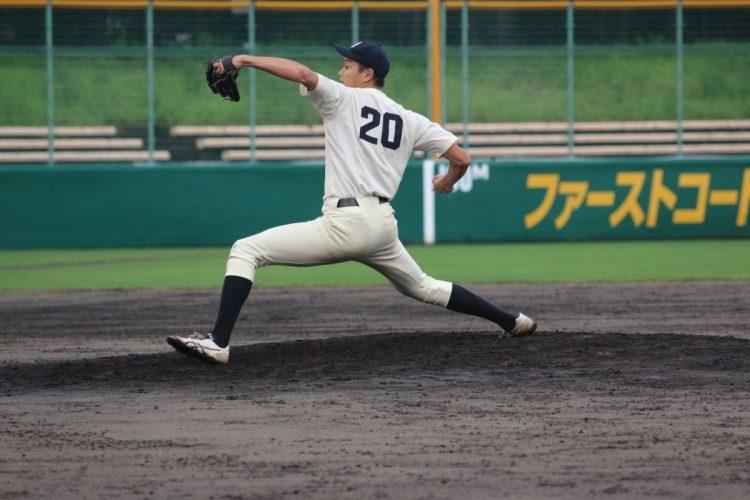 ダイナミックなフォームで149kmの球を繰り出す水口創太(撮影/京都大学硬式野球部)
