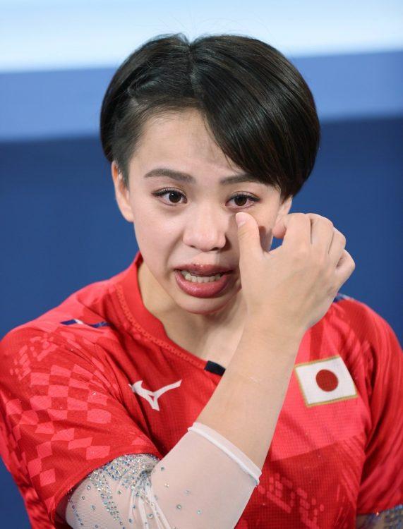 東京五輪・体操女子個人総合の試合後のインタビューで、SNSでの誹謗(ひぼう)中傷に関する記者の質問に、自身の体験を訴えた村上茉愛(時事通信フォト)