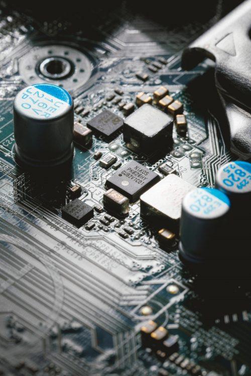 日本のお家芸といわれた半導体産業も今や…(撮影/内海裕之)