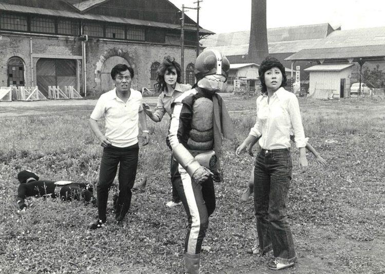 仮面ライダーで「マリ」を演じた山本リンダ(左から2番目/写真は本人提供)