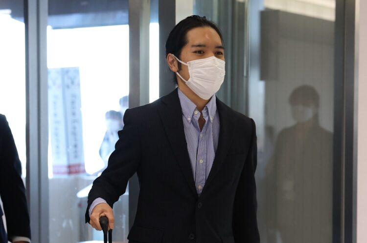 「額の傷跡」に心配の声も 小室圭さん、激変理由は「並行眉」