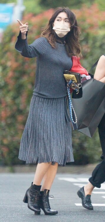 美しいスカートの履きこなし