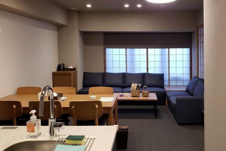 広大な客室で暮らすように滞在できる「MIMARU SUITES 京都四条」