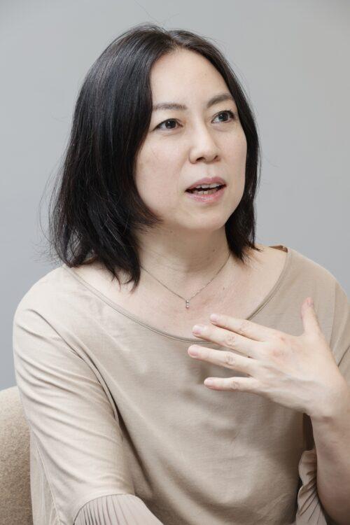 座談会に参加した漫画家の倉田真由美氏
