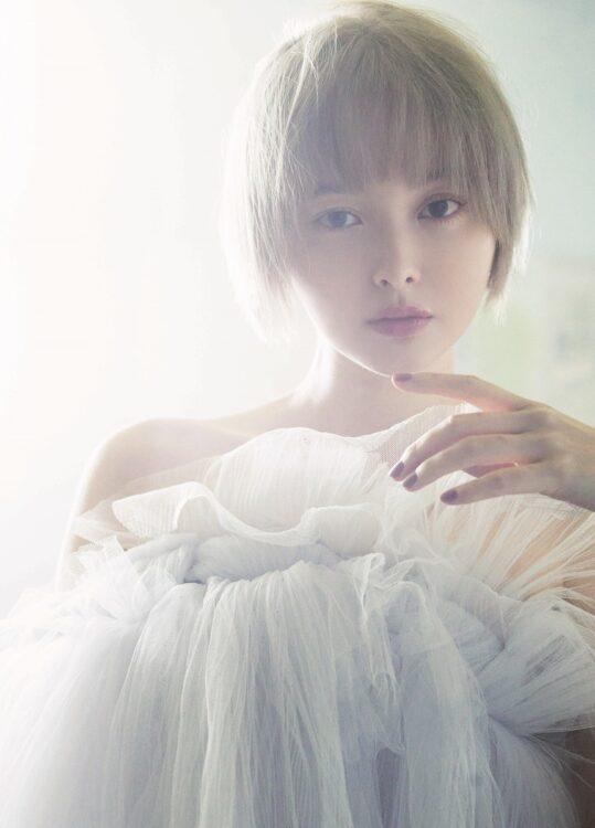 2012年夏にデビュー、10周年で写真集も発売の玉城