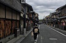 人通りがまばらな祇園