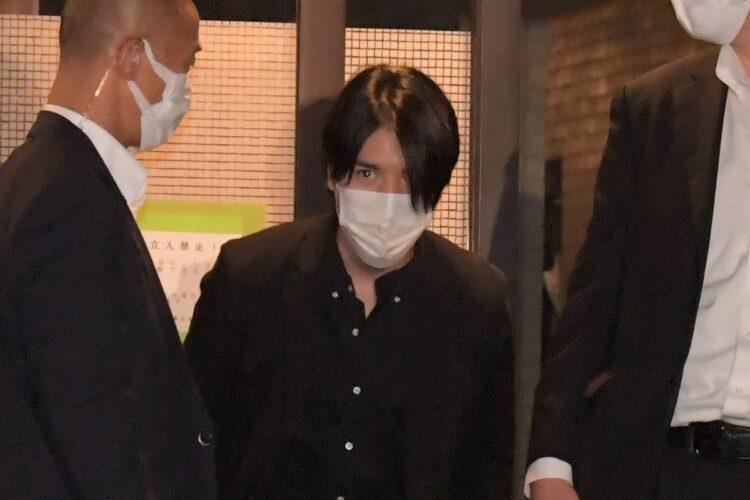 小室氏は髪を伸ばしたり…
